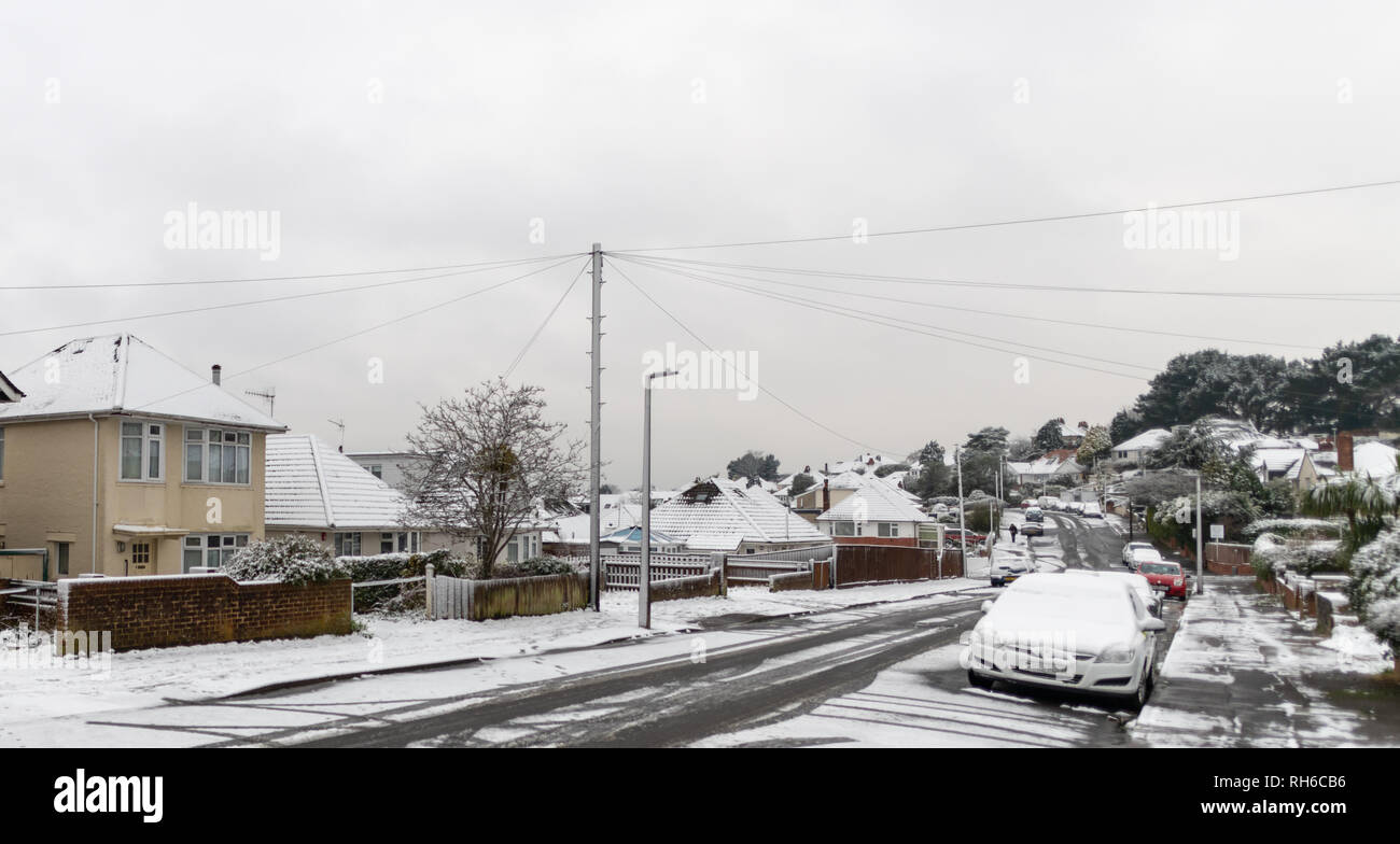 Poole, UK. 1st February 2019. There's snow even in Poole in Dorset, on the south coast of England. Snow in suburbia and on trees. Credit: Thomas Faull/Alamy Live News Stock Photo