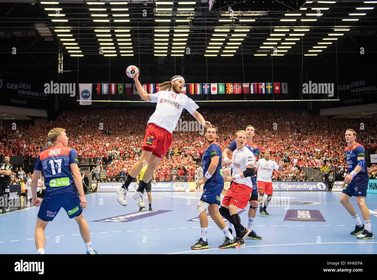 Jump shot by Mikkel HANSEN (DEN) action, Magnus JONDAL l. (NOR) is watching, Litter, Final, Norway (NOR) - Denmark (DEN) 22:31, 27.01.2019 in Herning/Denmark Handball World Cup 2019, from 10.01. - 27.01.2019 in Germany/Denmark.   usage worldwide Stock Photo
