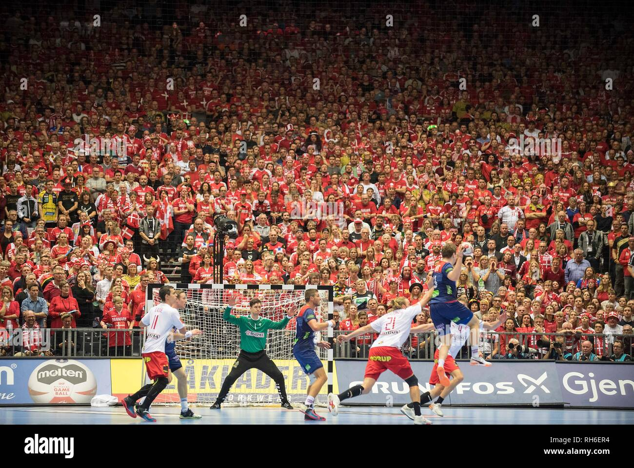 Feature, a red wall with the fans from the watch the match, Sander SAGOSEN (NOR) has the ball, goalkeeper Niklas LANDIN (DEN) in goal, Action, Final, Norway (NOR) - Denmark (DEN) 22:31, on 27.01.2019 in Herning/Denmark Handball World Cup 2019, from 10.01. - 27.01.2019 in Germany/Denmark.   usage worldwide Stock Photo
