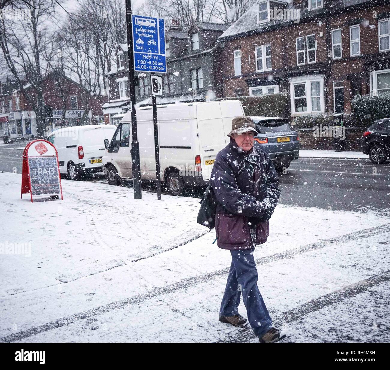 Sheffield, UK. 1st Feb 2019. A man walks a road as covered with snow.during a snowfall in Sheffield City Center.. Britain is experiencing bad weather as the whole country is snowing at very low temperatures, mainly in southern England. Credit: Ioannis Alexopoulos/Alamy Live News - Stock Image