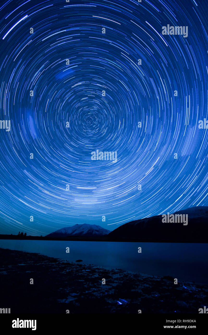 Starts rotate around the South Celestial pole, as seen in pitch dark night sky one winter night in Lake Coleridge, New Zealand - Stock Image