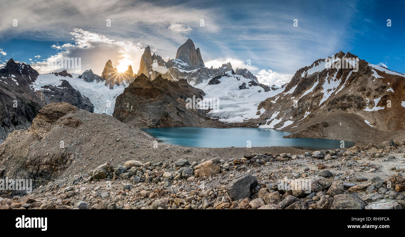 the last rays of light at Laguna de Los Tres with iconic Mount Fitz Roy - Stock Image