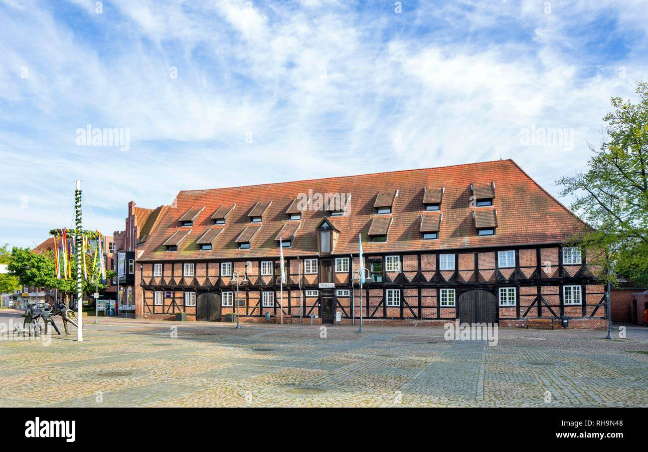Former stables, today tourist information, town library and museum of local history, Winsen an der Luhe, Lower Saxony, Germany - Stock Image