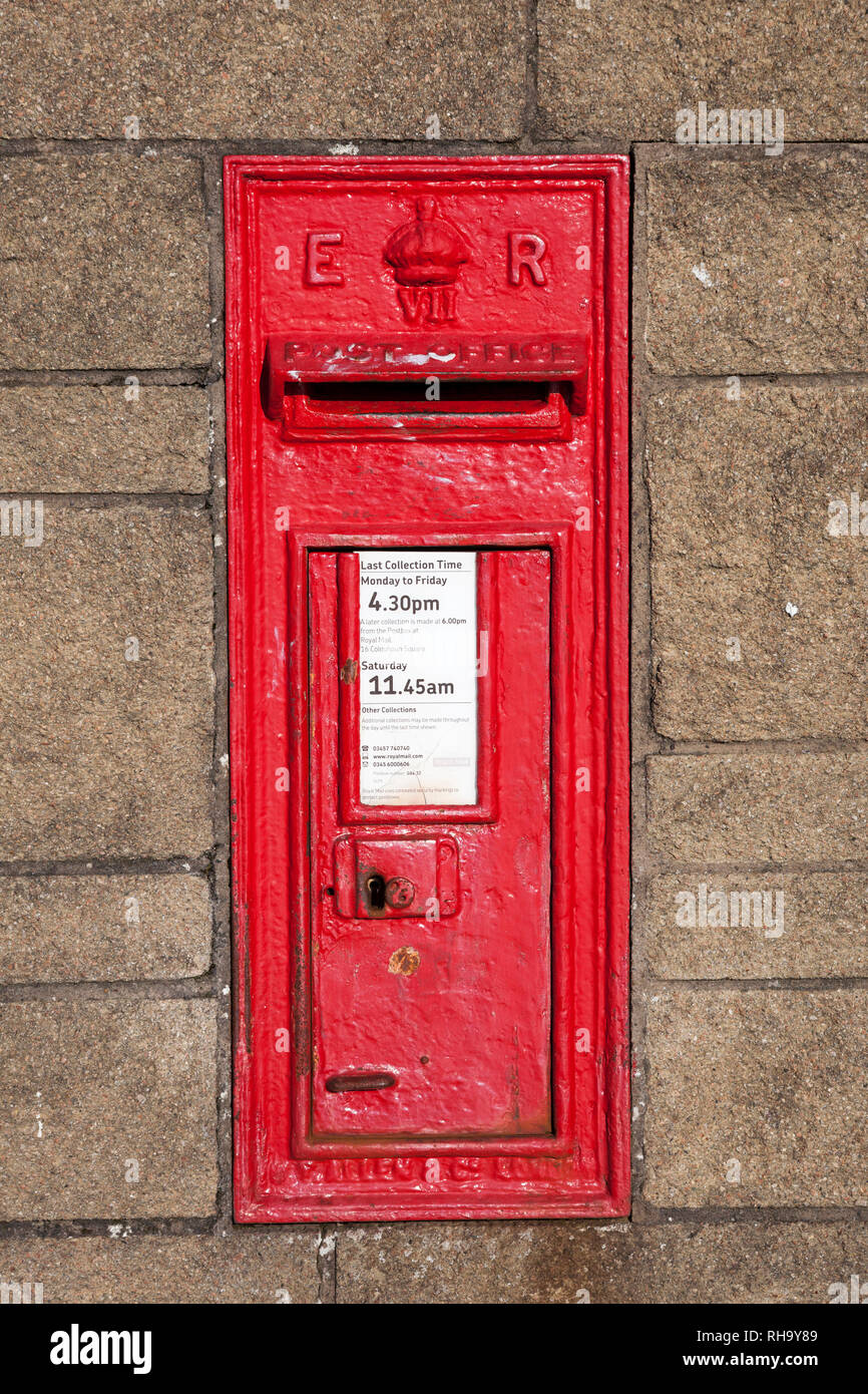 Antique, cast iron, Edward 7th, traditional red, wall mounted post box - Stock Image