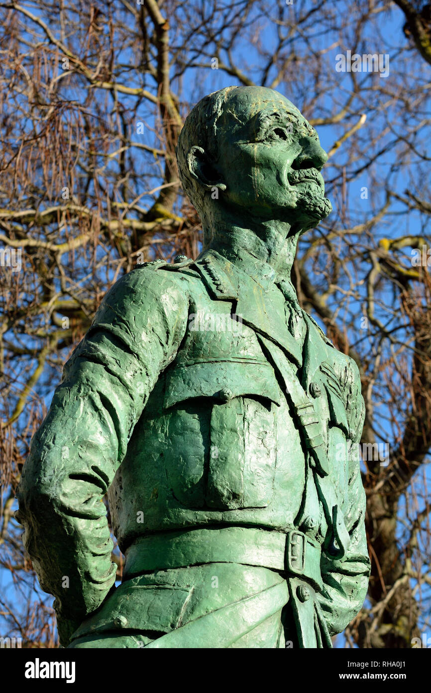 London, England, UK. Statue (1956; Jacob Epstein) of Field Marshal Jan Christian Smuts (1870-1950; introduced Apartheid in South Africa) in Parliament - Stock Image