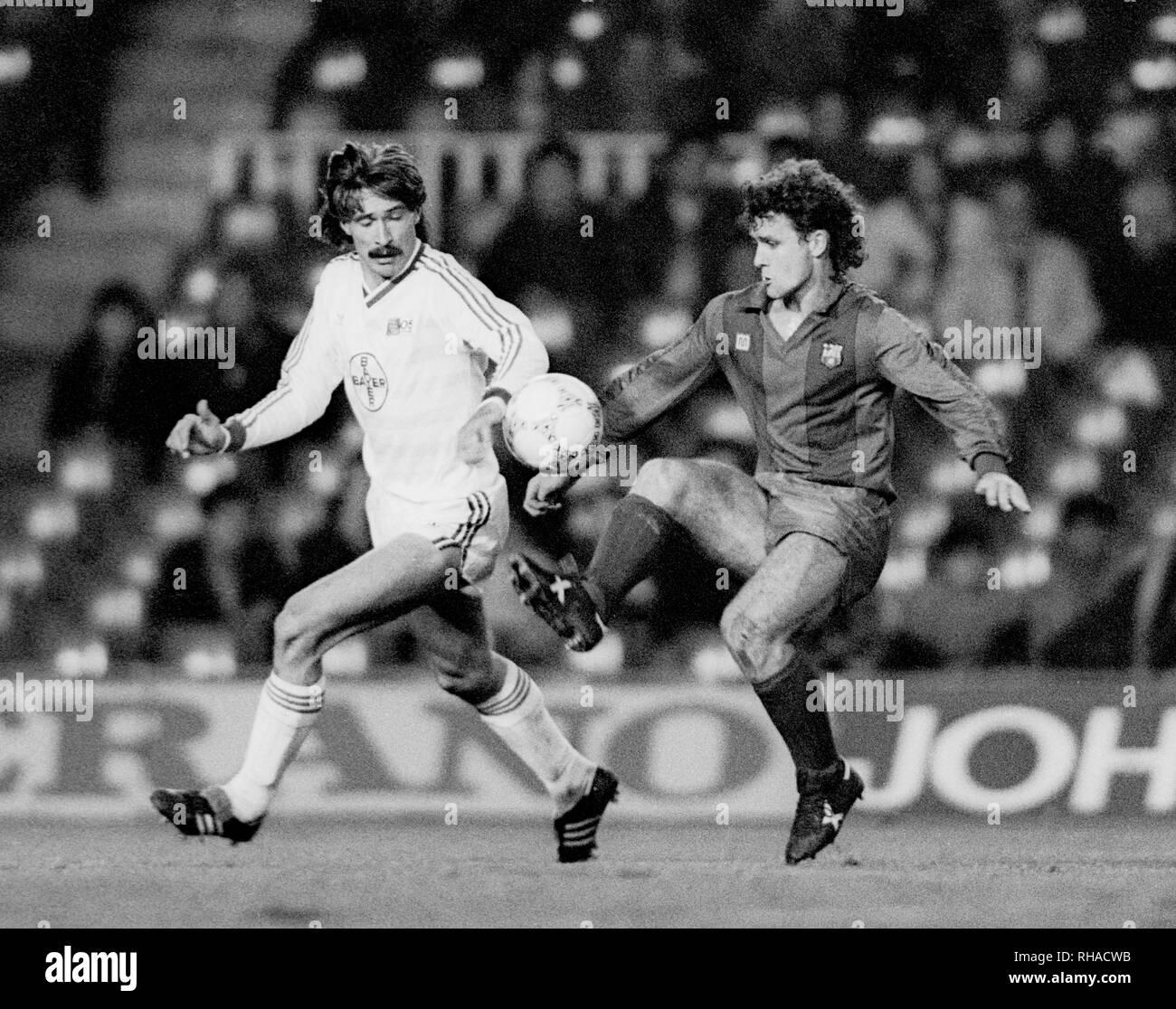 MICHAEL DAMGEN , MARK HUGHES, FC BARCELONA V BAYER 05 UERDINGEN, FC BARCELONA V BAYER 05 UERDINGEN, 1986 - Stock Image