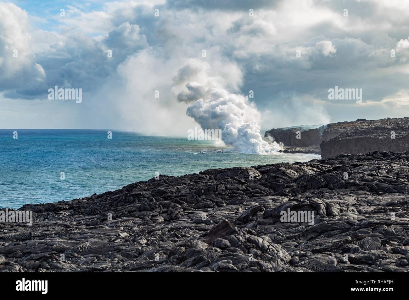 Lava of the Pu'u O'o hits the Pacific Ocean. - Stock Image