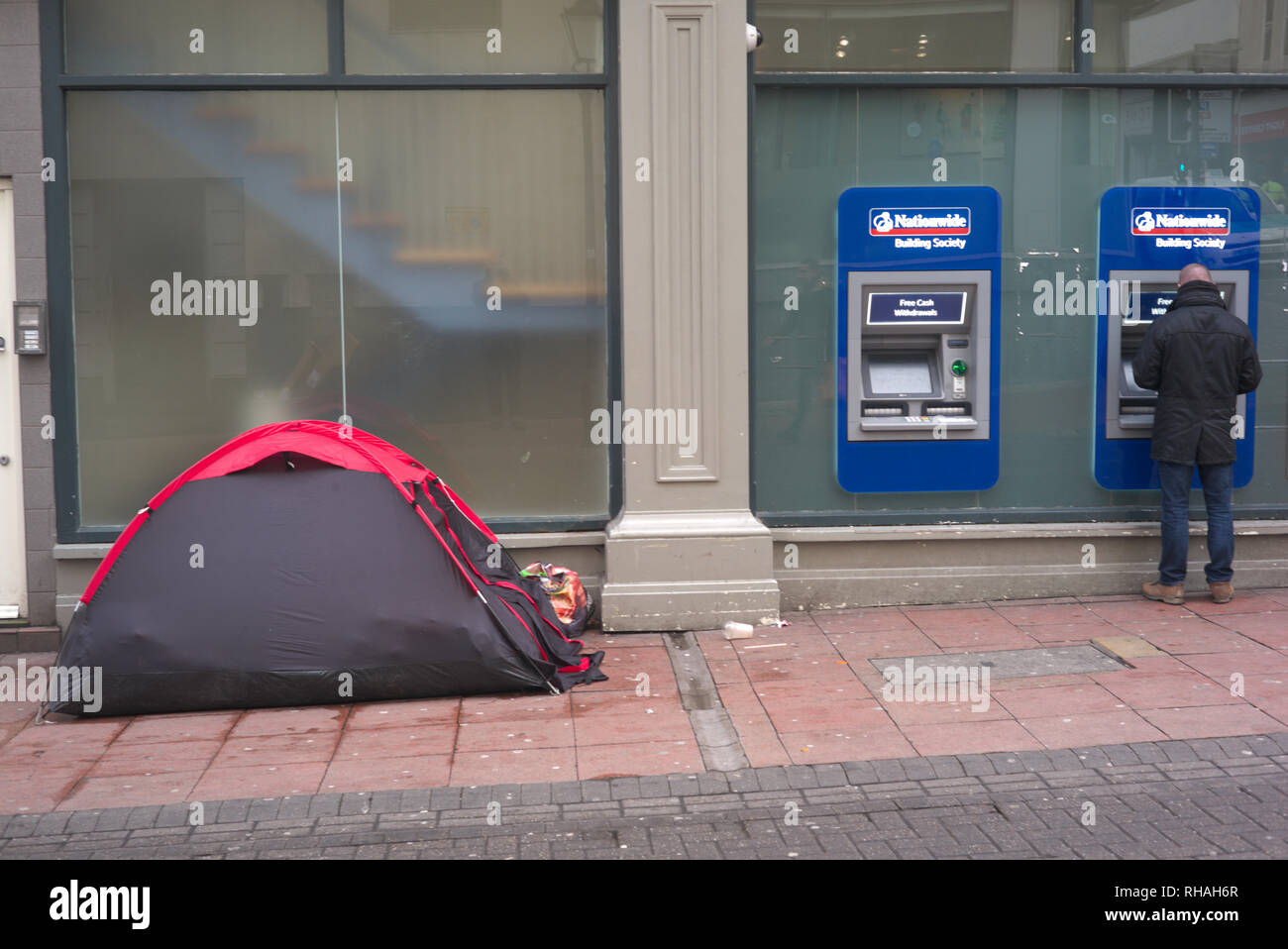 Brighton, England on February 01, 2019. Homeless's tent close to cash machine. - Stock Image