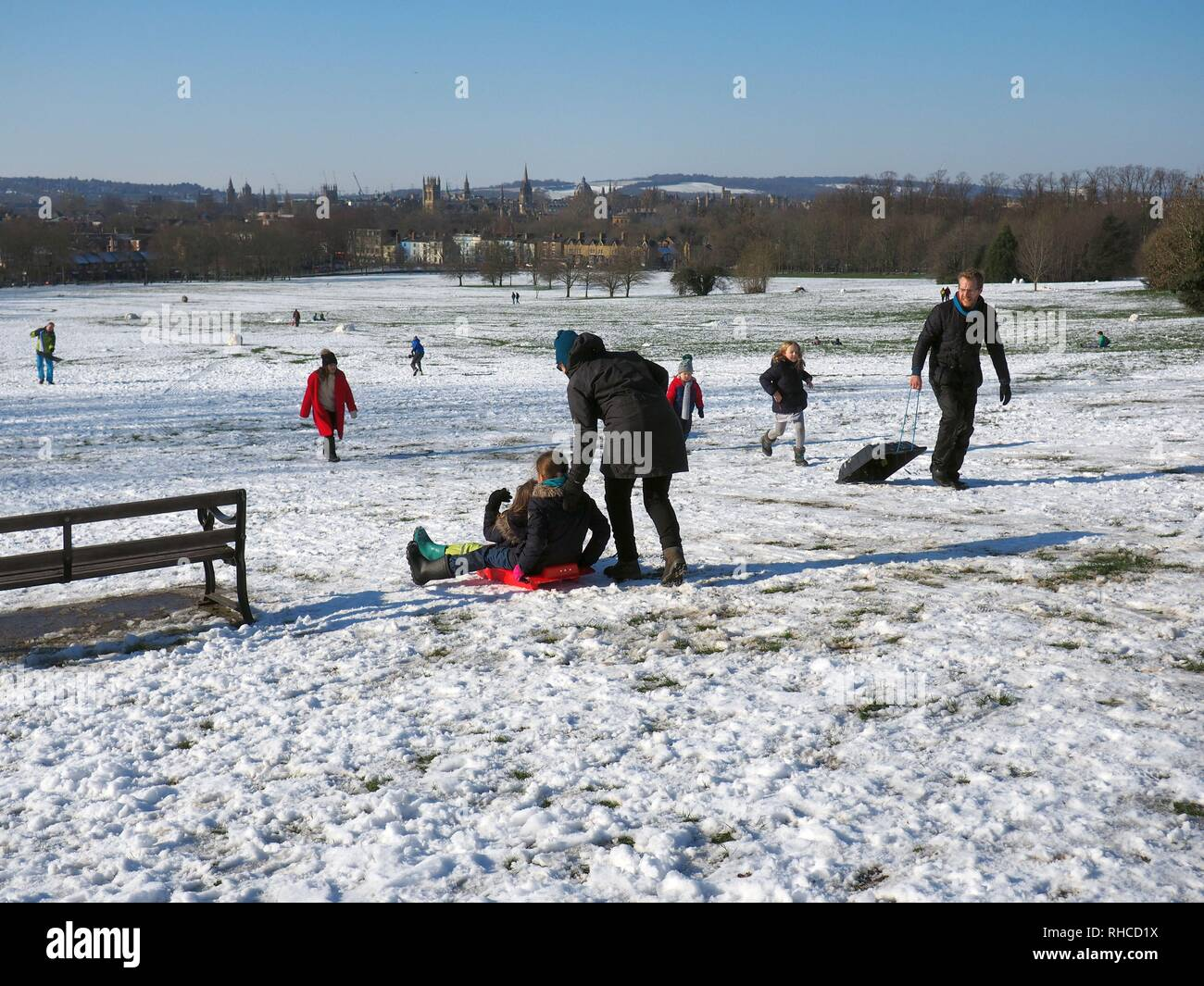 Oxford, UK. 2nd Feb, 2019. Familes sledging at South Park above the dreaming spires. Credit: Angela Swann/Alamy Live News - Stock Image