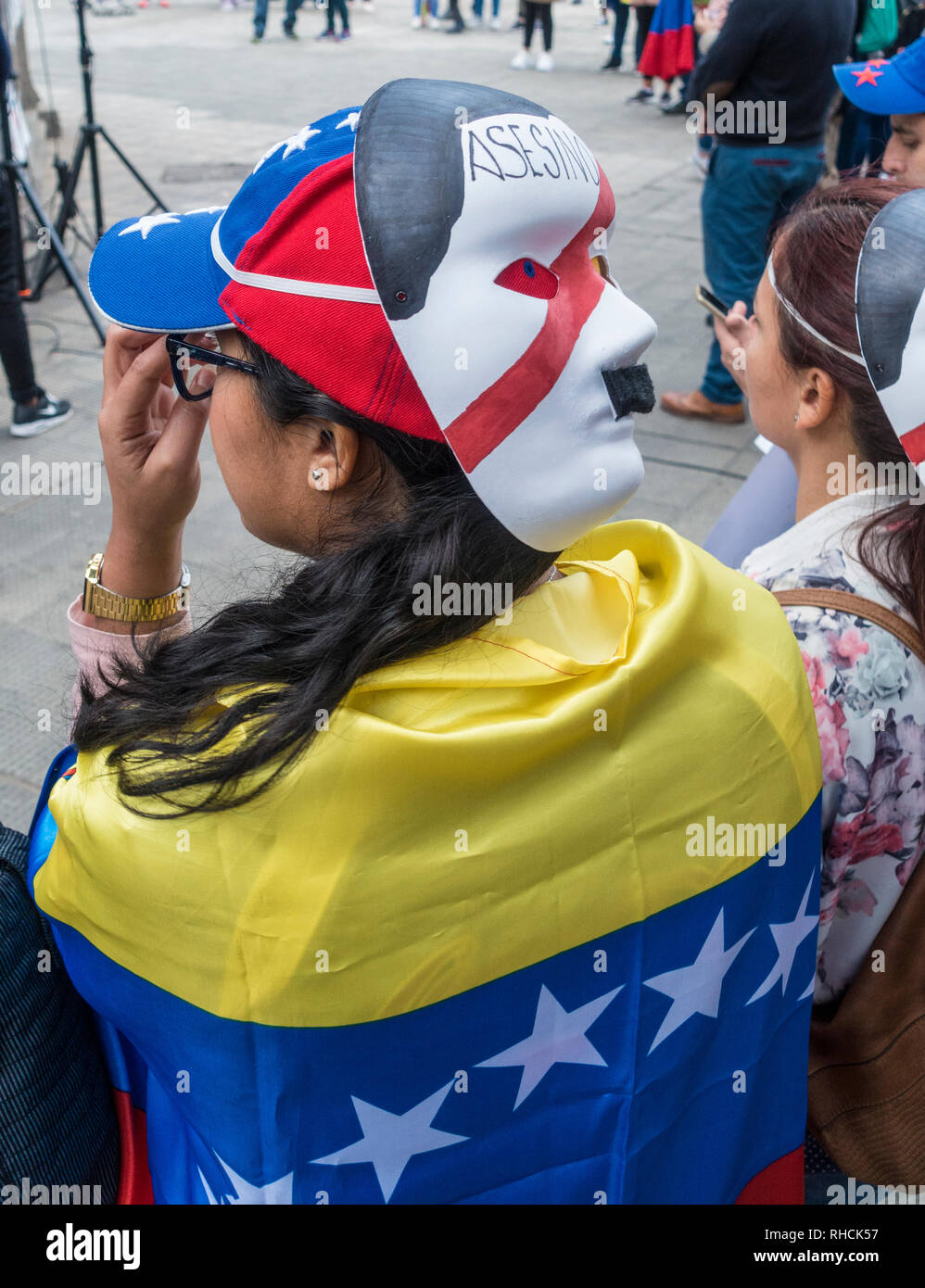 Las Palmas, Gran Canaria, Canary Islands, Spain. 2nd February 2019. Venezuelans living in the Canary Islands join thousands of fellow Venezuelans around the world calling for Nicolas Maduro to step down. PICTURED: A demonstrator wearing a Nicolas Maduro mask with murderer written on it. Credit: ALAN DAWSON/Alamy Live News - Stock Image