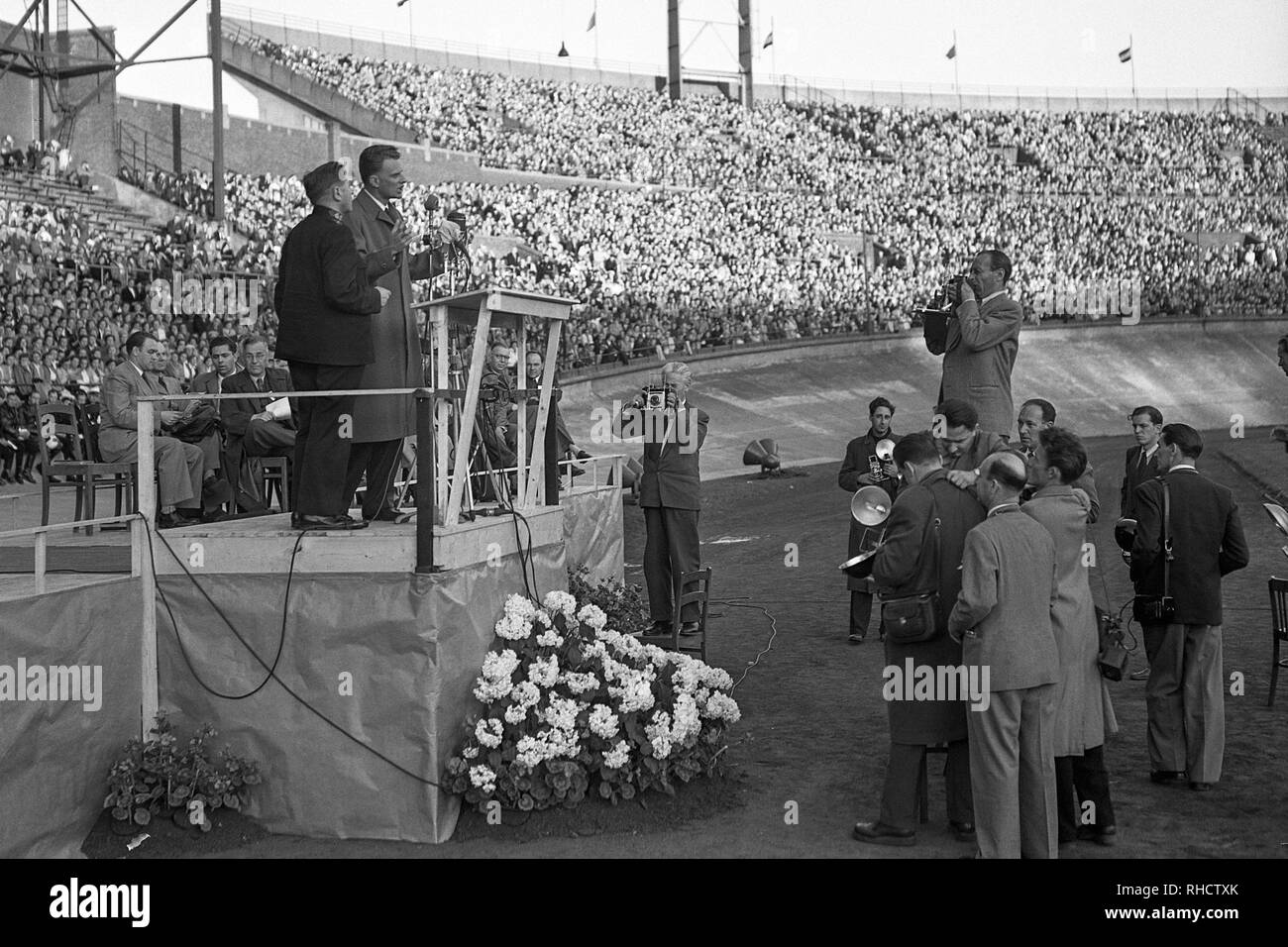 Billy Graham preaching at Olympic Stadium in Amsterdam, North Holland on June 22, 1954. - Stock Image