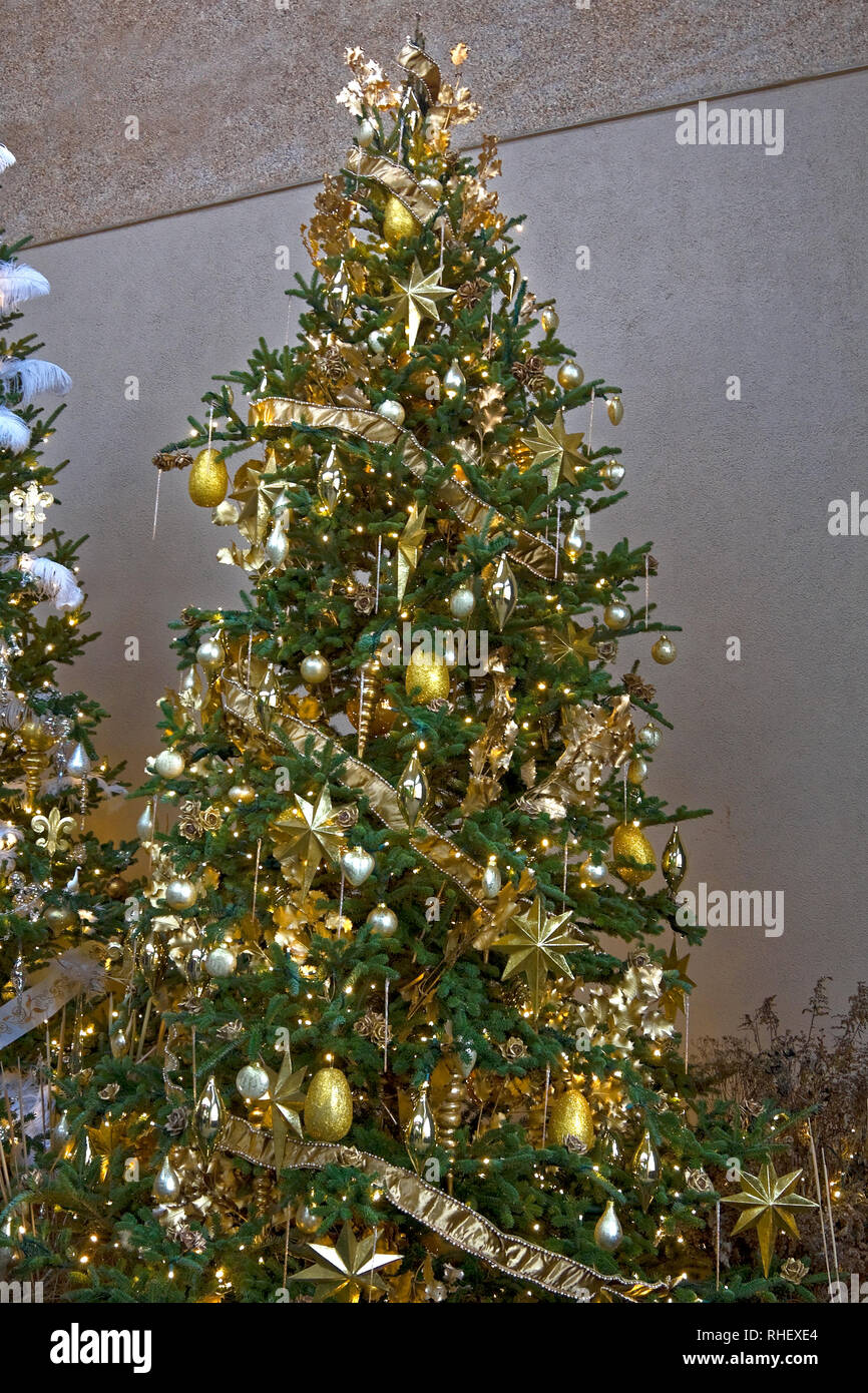 Christmas Tree Evergreen Gold Decorations Lights Festive Elegant Festive Colorful Holiday Winter Vertical Stock Photo Alamy