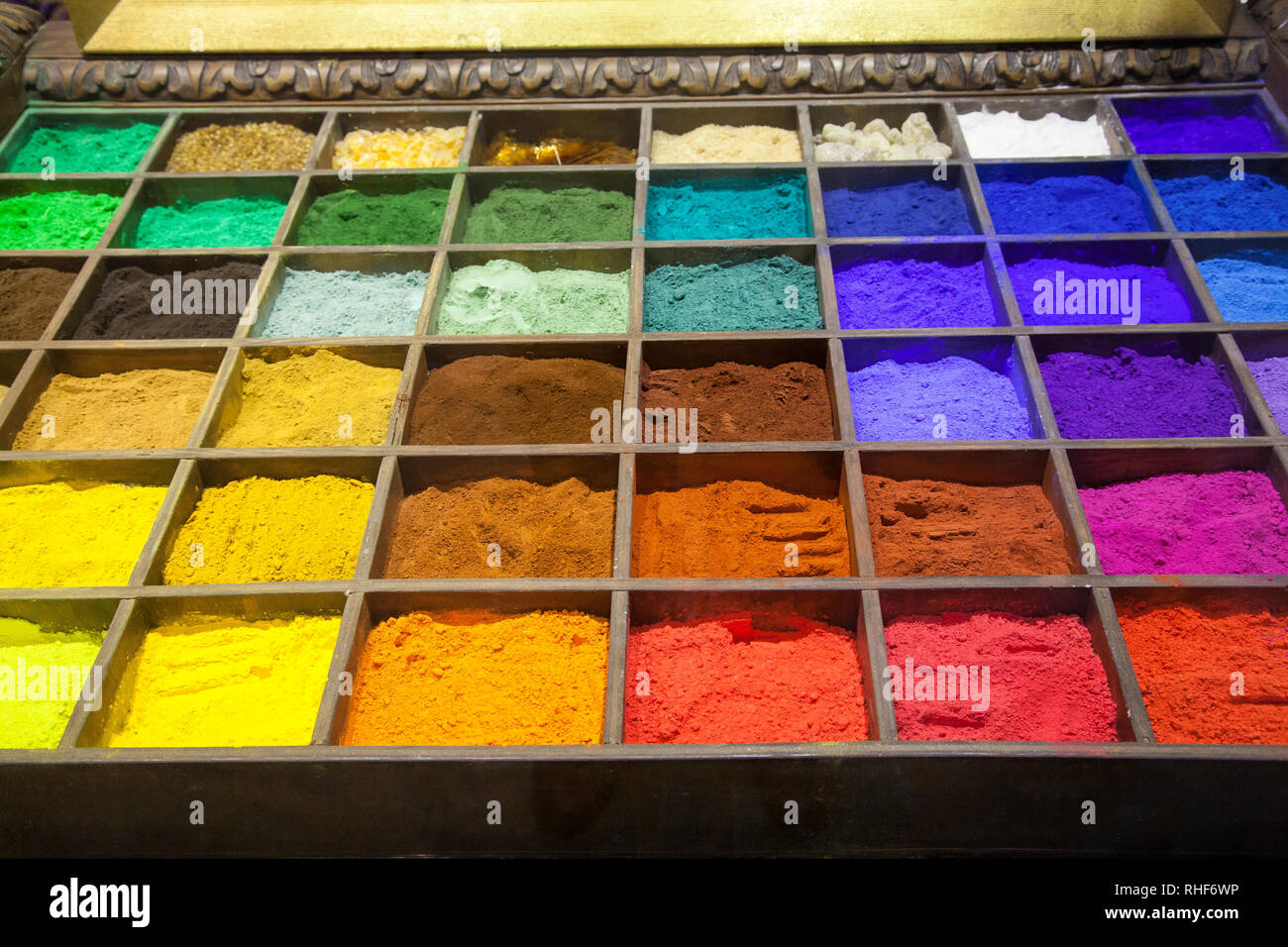 Brightly coloured powdered pigments in the colours of the spectrum for art and painting, Venice, Veneto, Italy displayed in a specialist art supply st - Stock Image