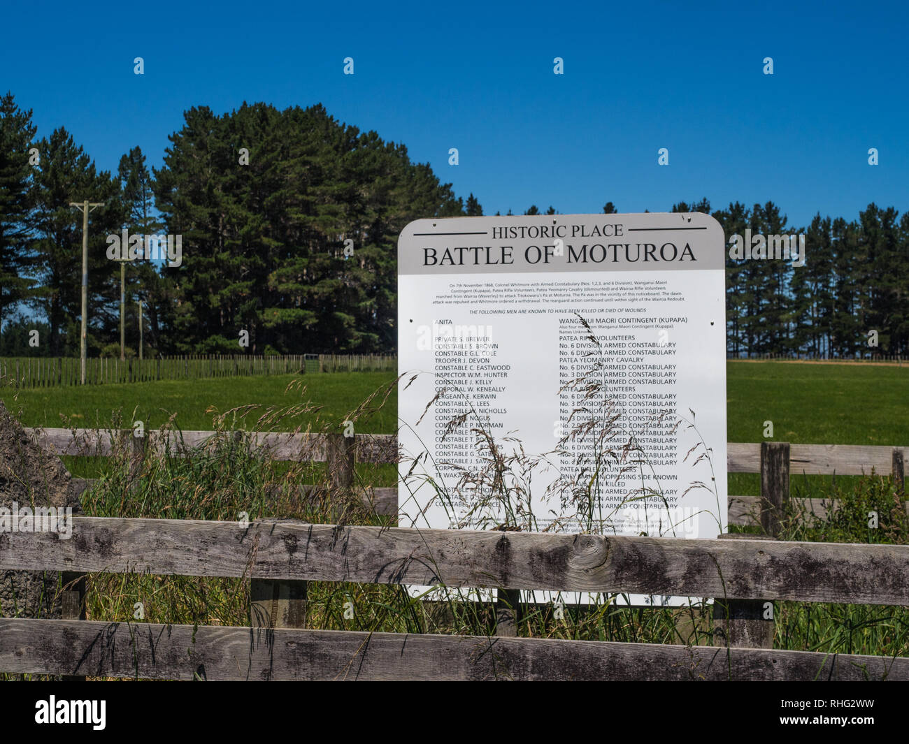 This memorial to the battle of Moturoa stands a short distance south of the pa site, South Taranaki, New Zealand - Stock Image