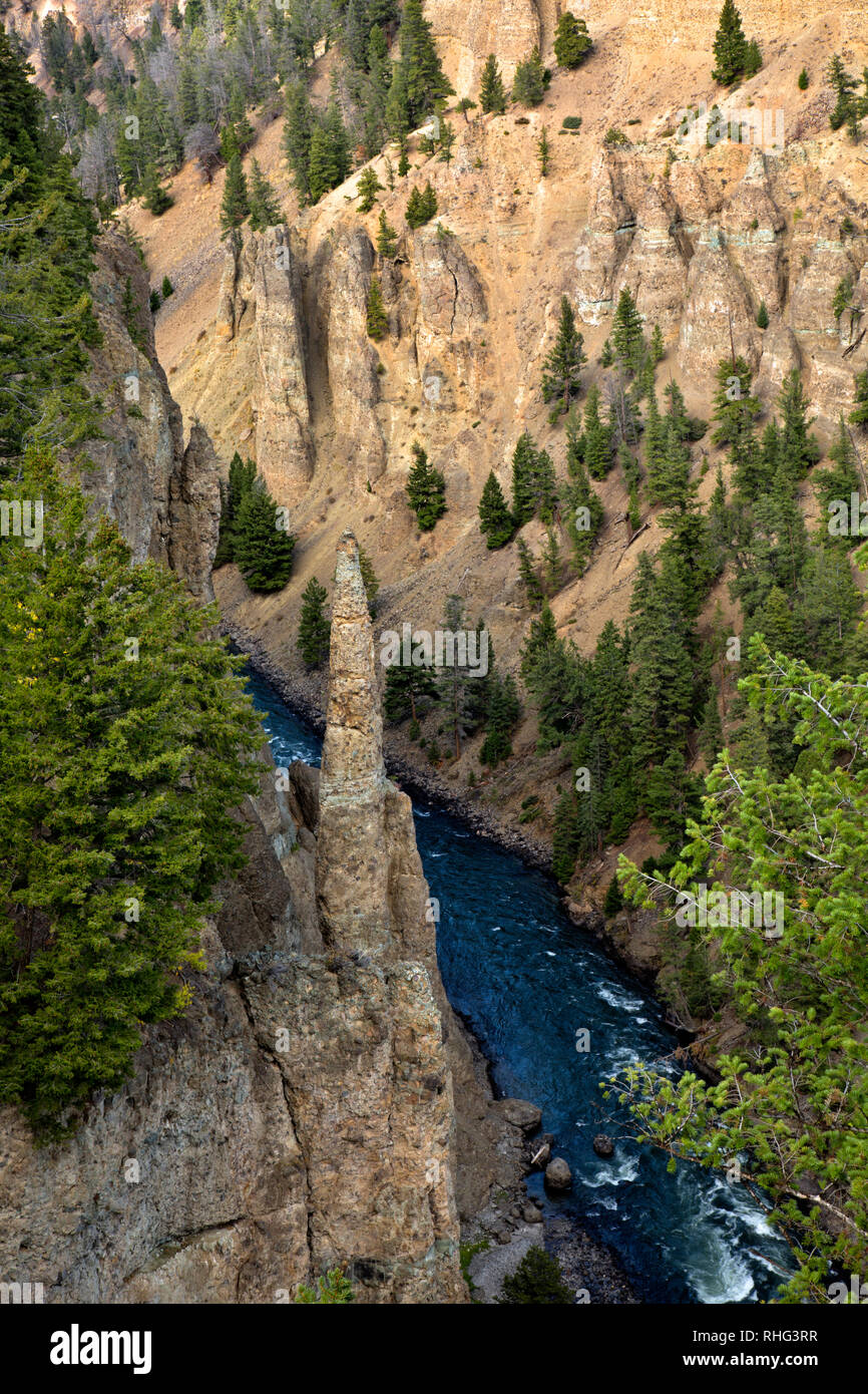 WY03116-00...WYOMING - Layers and basaltic columns and spires along the walls of the Canyon of the Yellowstone River in Yellowstone National Park. - Stock Image