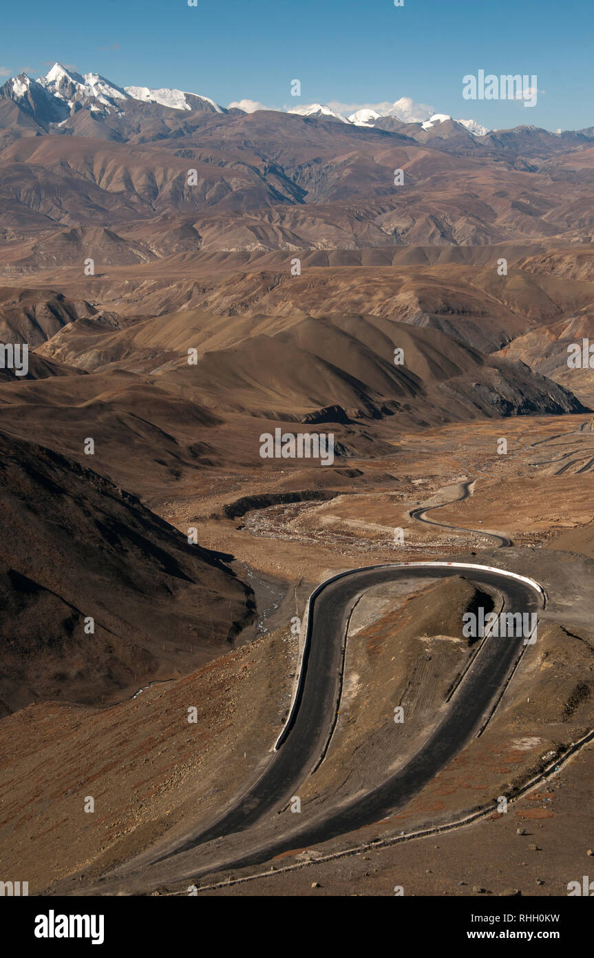 Hairpin bends en route to the Kyirong (Jilong) Valley in western Tibet, on the Chinese border with Nepal Stock Photo