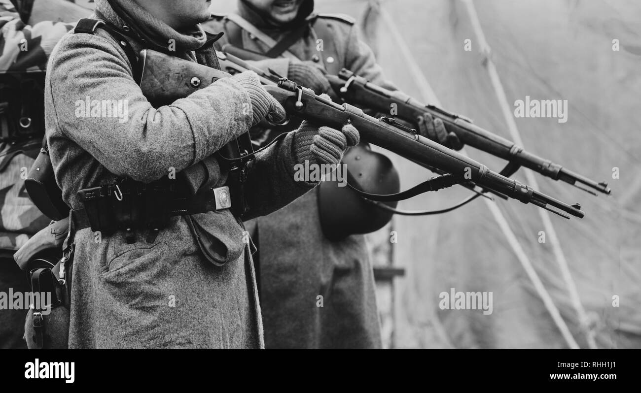 Wehrmacht soldiers are preparing to shoot out Mauser rifles - Stock Image