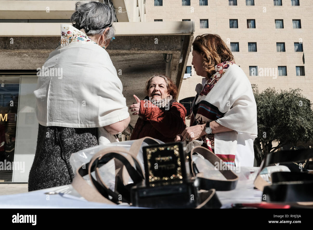Jerusalem, Israel. 3rd February, 2019. Women of the Wall, an organization famous for fighting for women's prayer rights at the Western Wall, runs a tefillin, or phylacteries, wrap stand for women in Jerusalem's down town on World Wide Wrap Day. Municipal approval for the move was received after repeated appeals over several months. Credit: Nir Alon/Alamy Live News - Stock Image