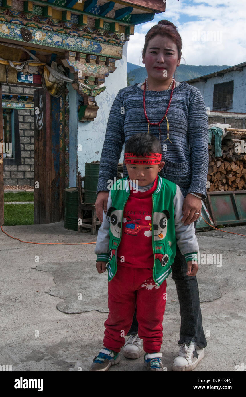 Ethnic Tibetan mother and child in a village in eastern Tibet, China Stock Photo