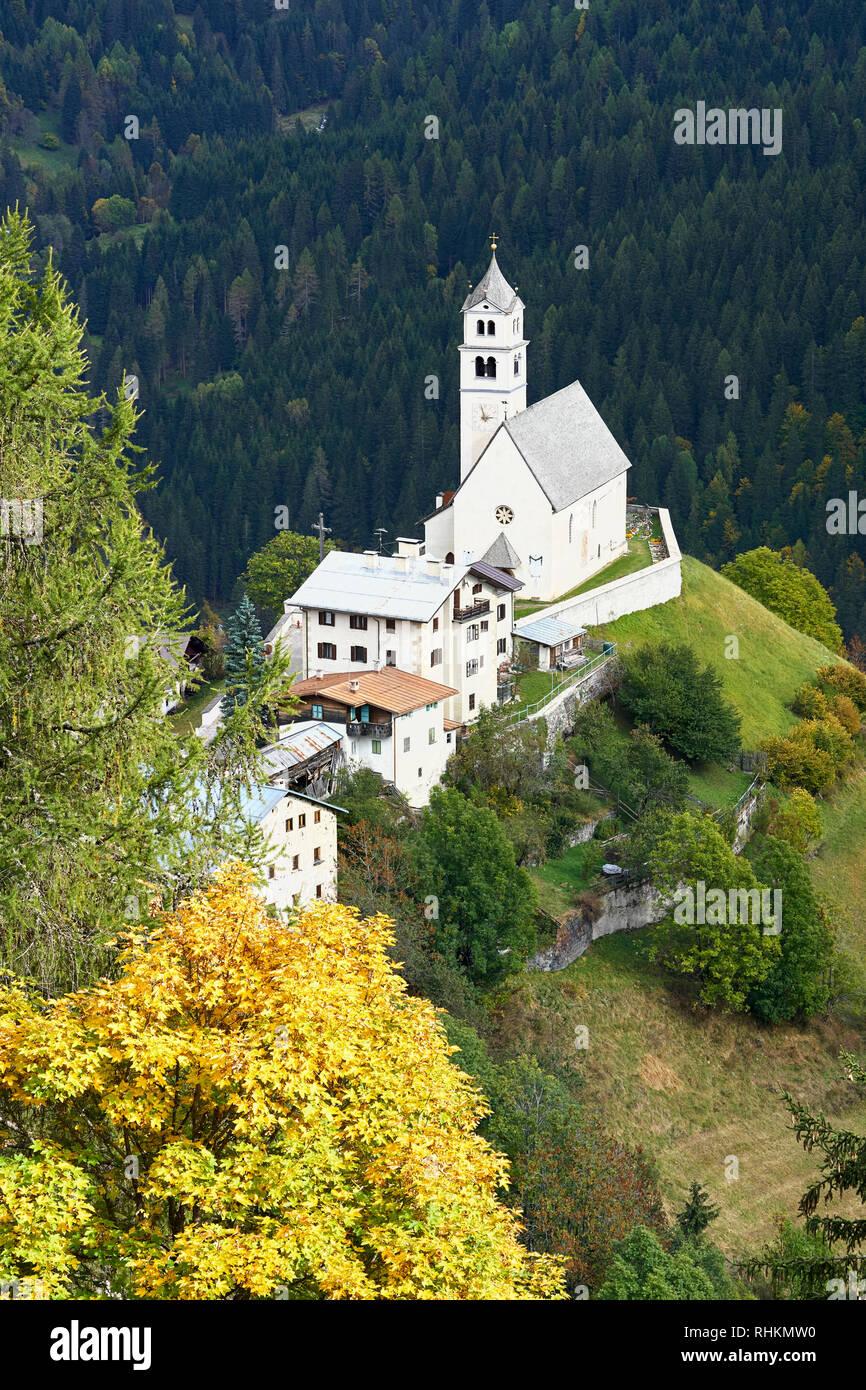 Chiesa di Santa Lucia of Colle Santa Lucia in the Dolomites, Belluno, Veneto, Italy. - Stock Image