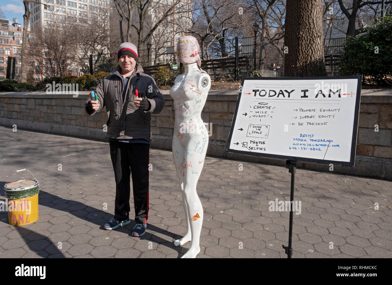 Performance artist Mark Panzarino in Union Square with an armless mannequin & magic markers. He asked passers bye to write something meaningful. - Stock Image