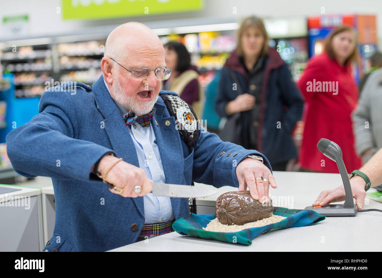 Asda Chesser celebrate Burdns day with a traditional piping of the Haggis by young piper Jamie Goodbrand from George Watsons and Alex Anderson, Commun - Stock Image