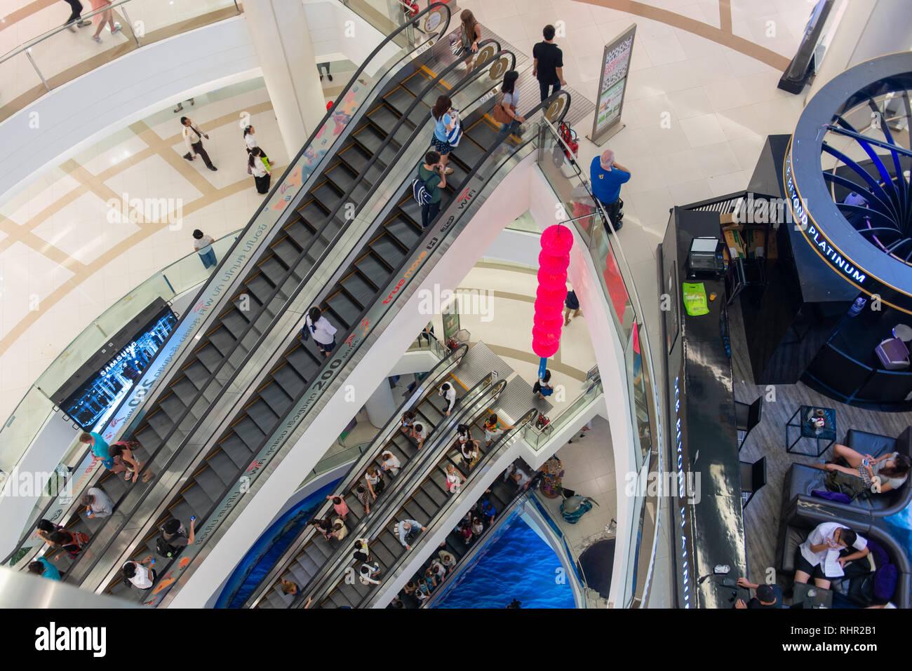 inside of siam paragaon shoping centre in Bangkok - Stock Image