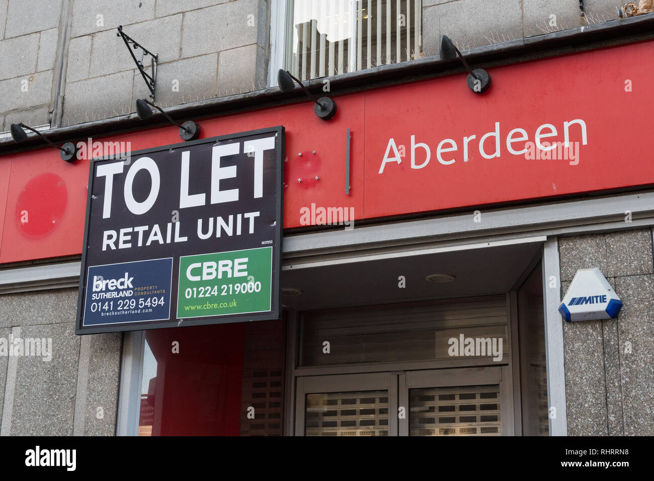 To Let sign on empty commercial retail property in Aberdeen city centre, Scotland, UK - Stock Image