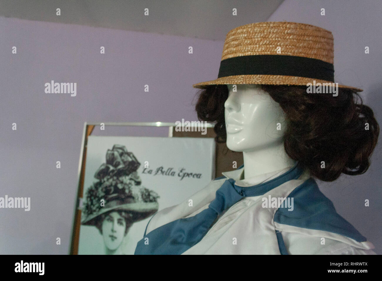 Caracas, Dtto Capital / Venezuela - 03/05/2013. Female mannequin with hat with 20th century detail Catia Theater in Catia neighborhood. - Stock Image