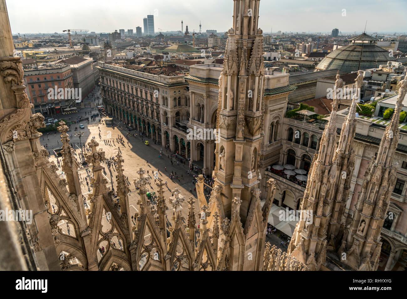 Blick vom Dach des Mailänder Dom auf die Piazza del Duomo, Mailand, Lombardei, Italien  |  view from Milan Cathedral roof to Piazza del Duomo, Milan,  - Stock Image