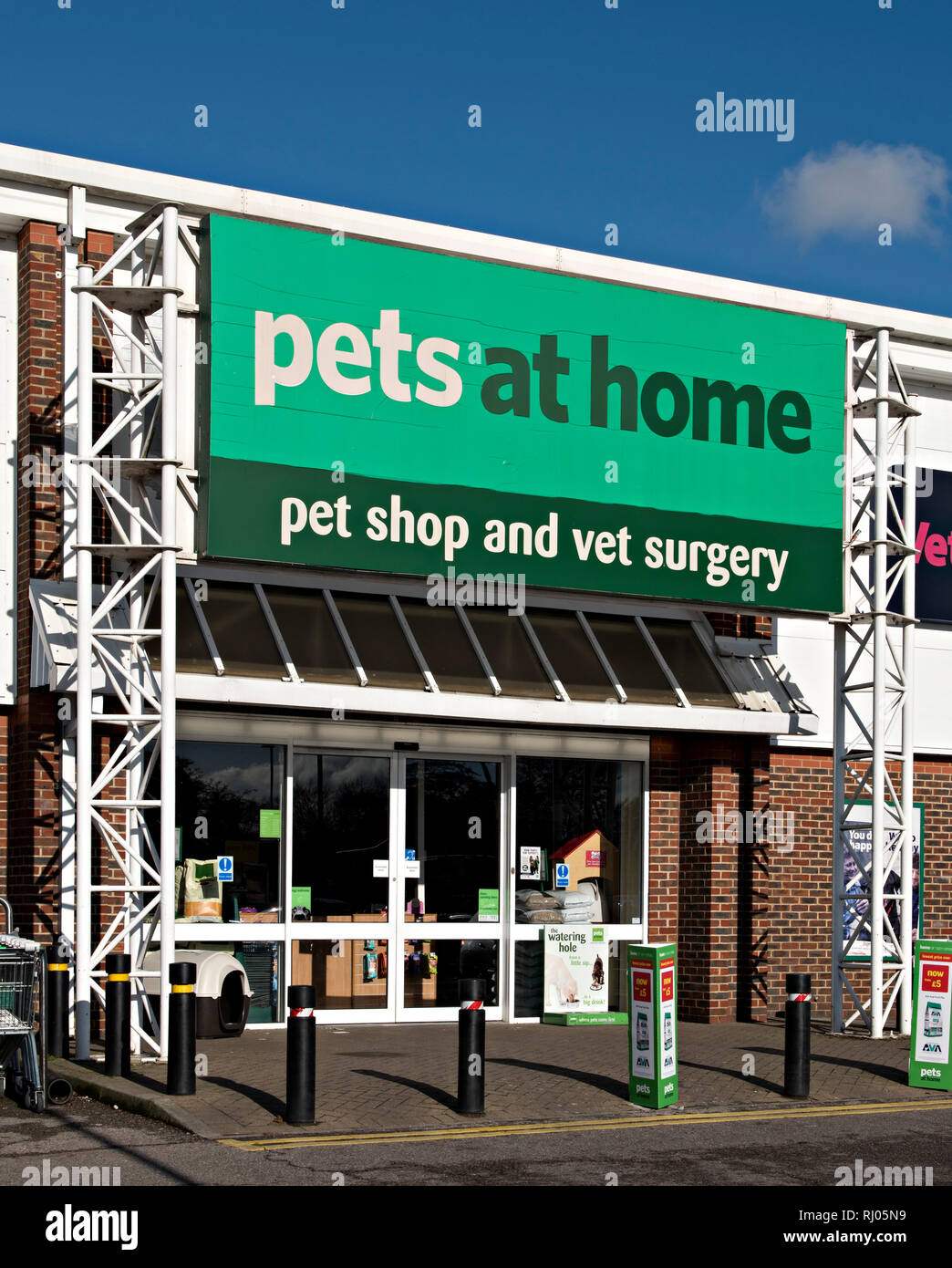 Pets Home Pet Supplies Store Stock Photos & Pets Home Pet