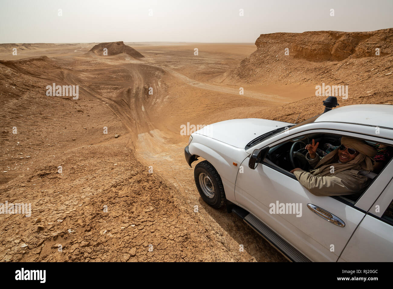 Tour guide in an SUV in the Ong Jemel Desert near Tozeur, Tunisia - Stock Image