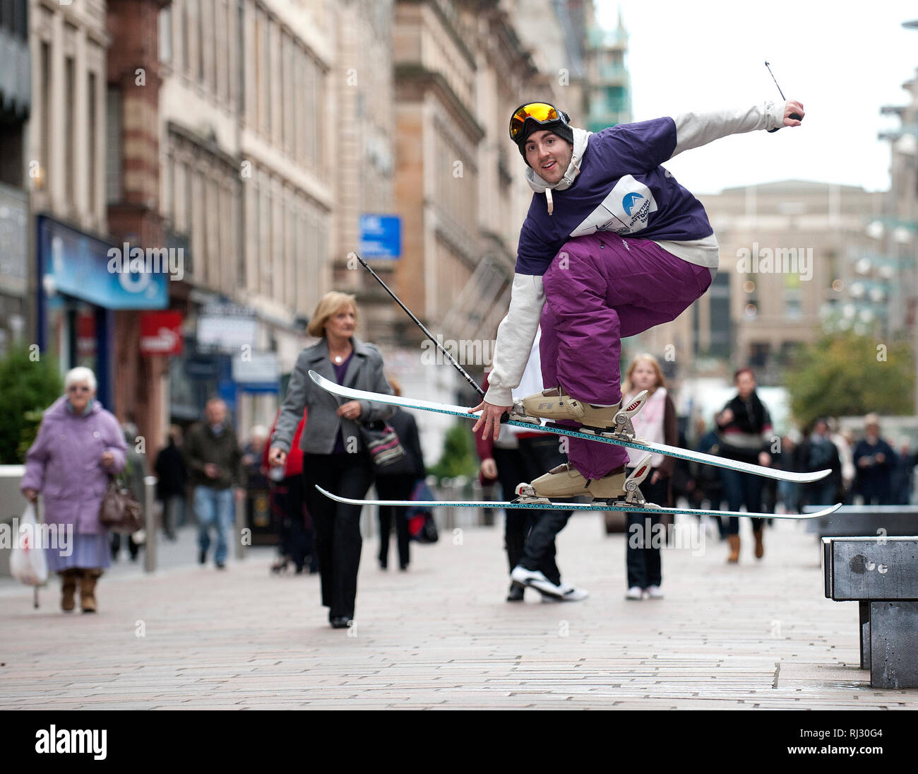 Top Skier Cameron Nicol encourages the public to try out skiing on Buchanan Street ahead of Scotland's Ski & Snowboard Show at the SECC this weekend.  - Stock Image