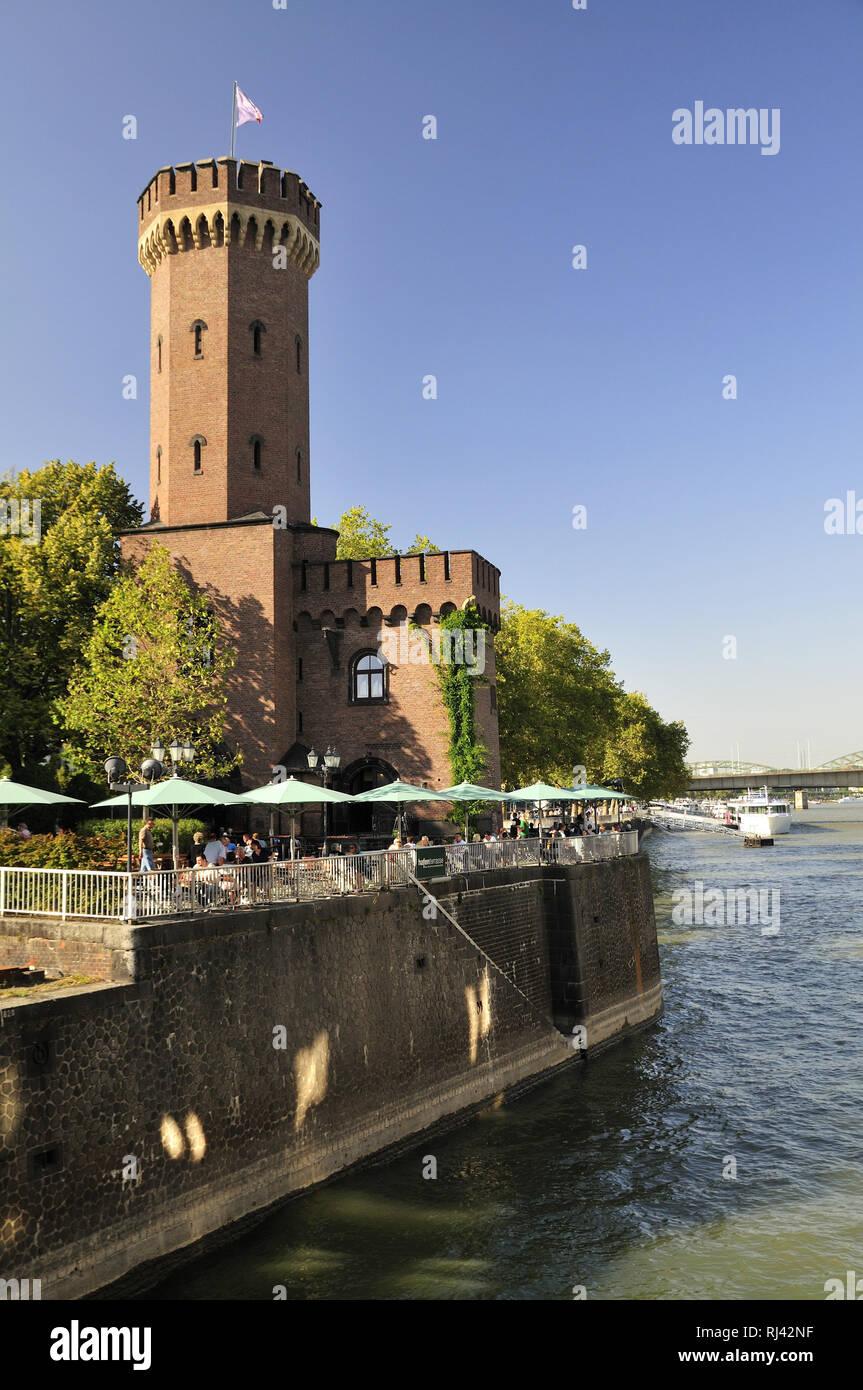 Deutschland, Nordrhein-Westfalen, Kˆln, Rheinuferpromenade, Hafenterrassen am Malakoffturm, Stock Photo