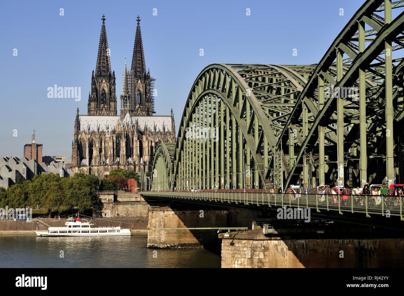 Deutschland, Nordrhein-Westfalen, Kˆln, City, Rhein und Dom, Hohenzollernbr¸cke, Stock Photo