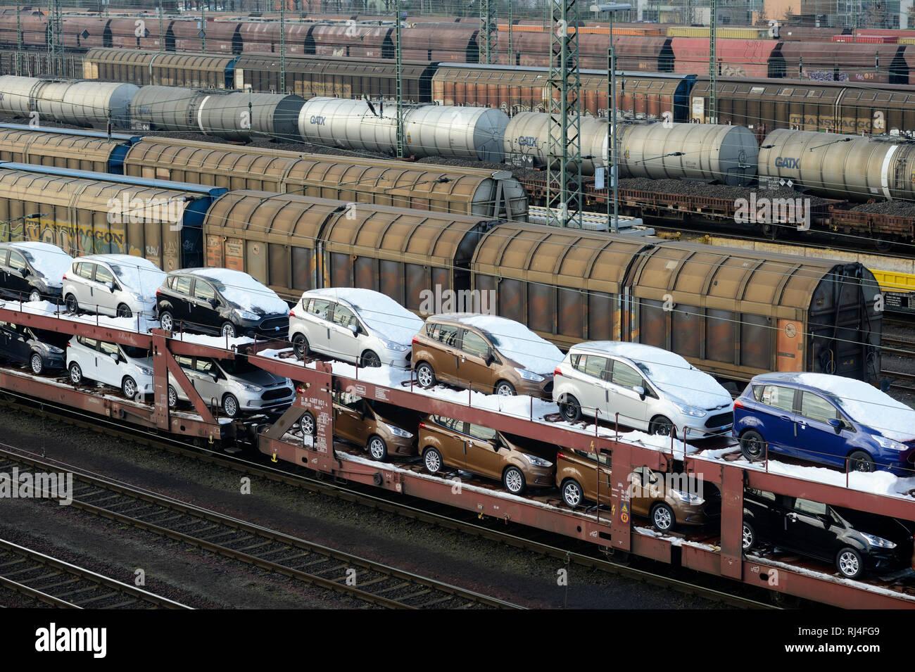 Autozug mit Ford B-MAX Neuwagen, Deutschland, Nordrhein-Westfalen, - Stock Image