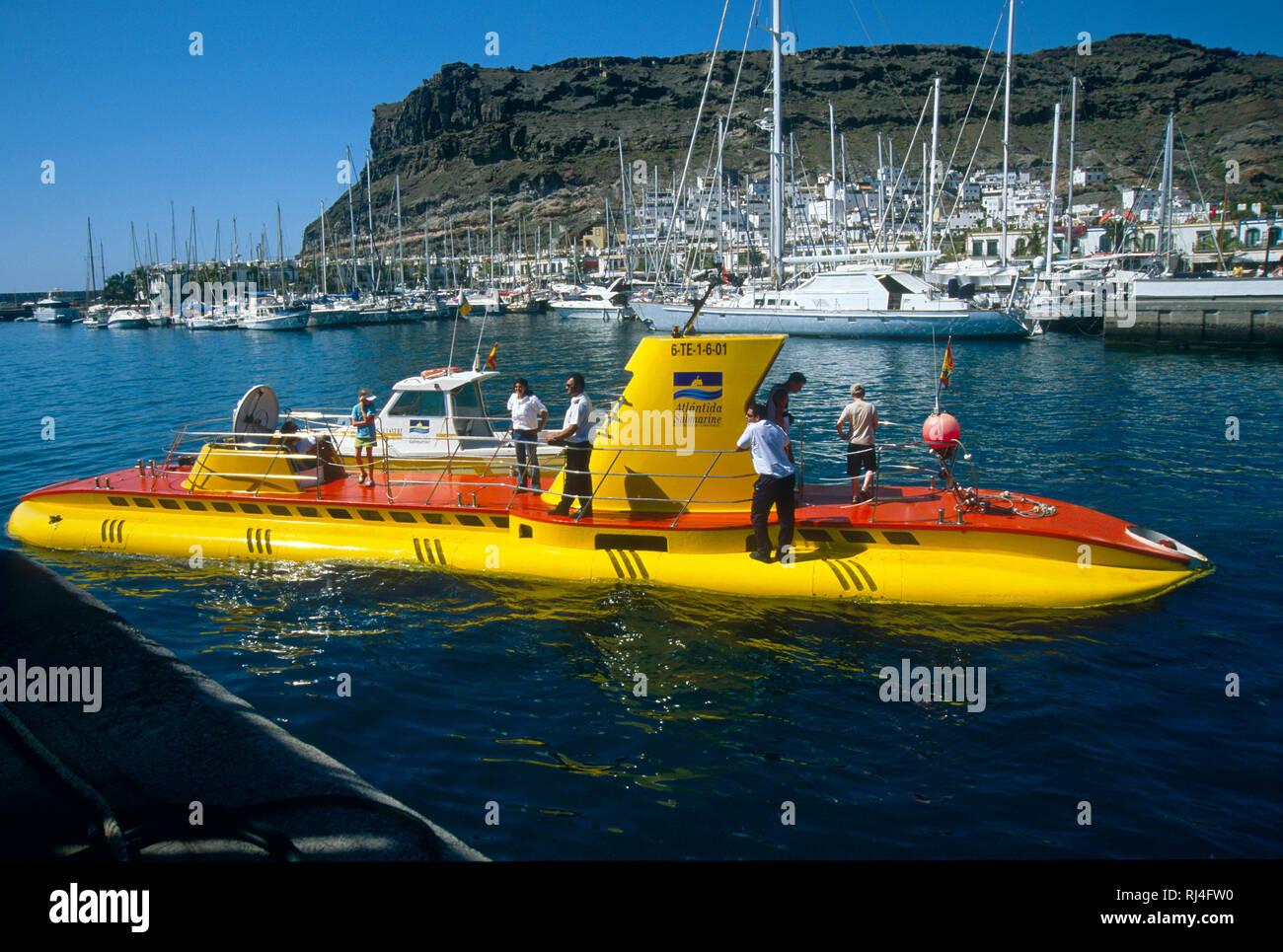 Puerto de Mog?n, Abenteuer-U-Boot, Hafen - Stock Image