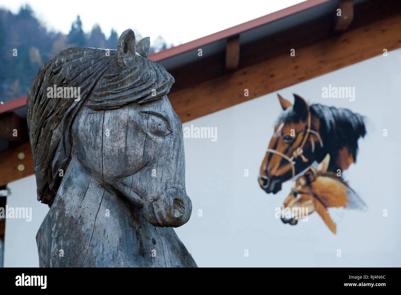 Pferdeportrait, geschnitzt, gemalt - Stock Image