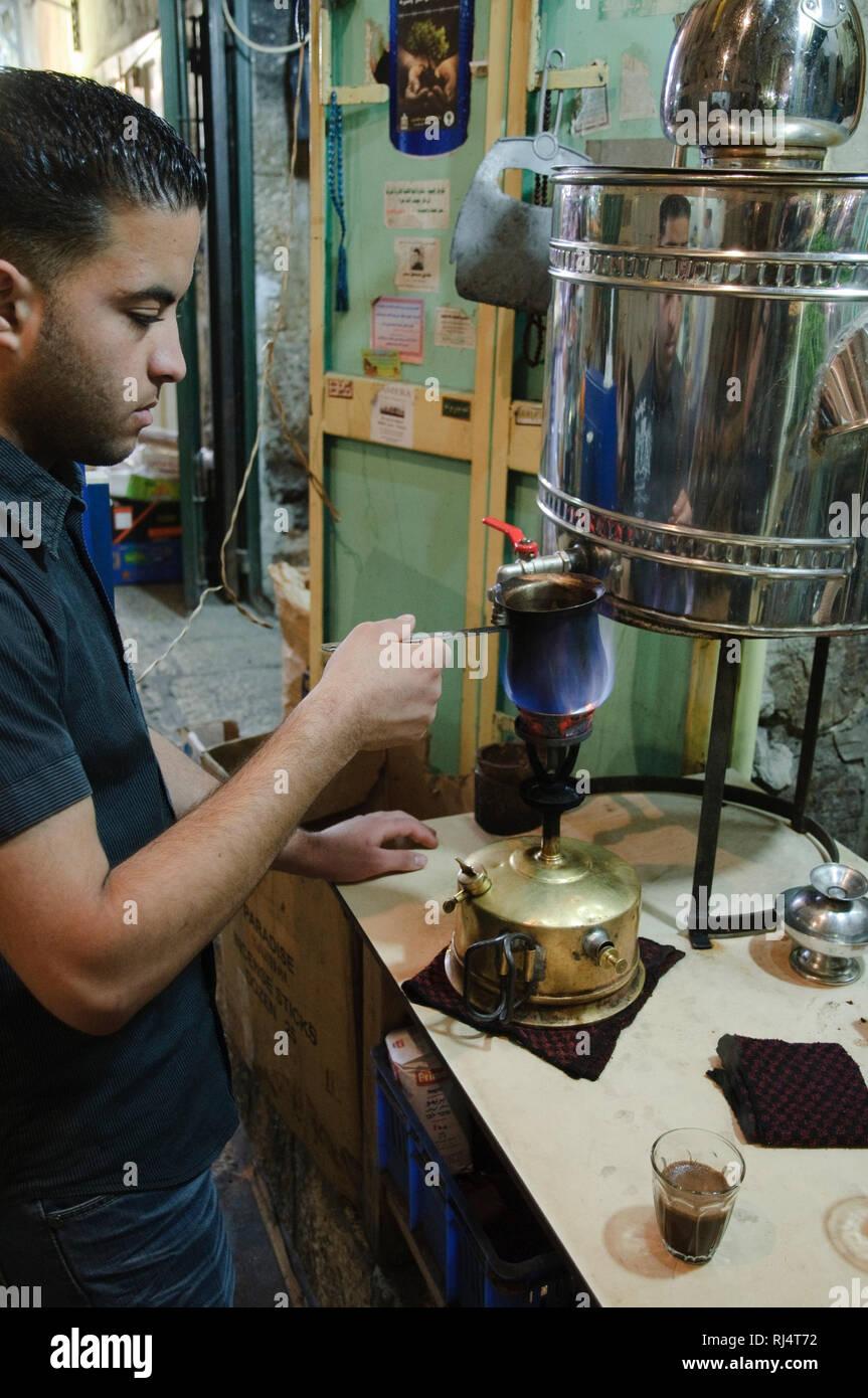 Jerusalem Altstadt, moslemisches Viertel, Zubereitung t?rkischer Kaffee, Israel Stock Photo