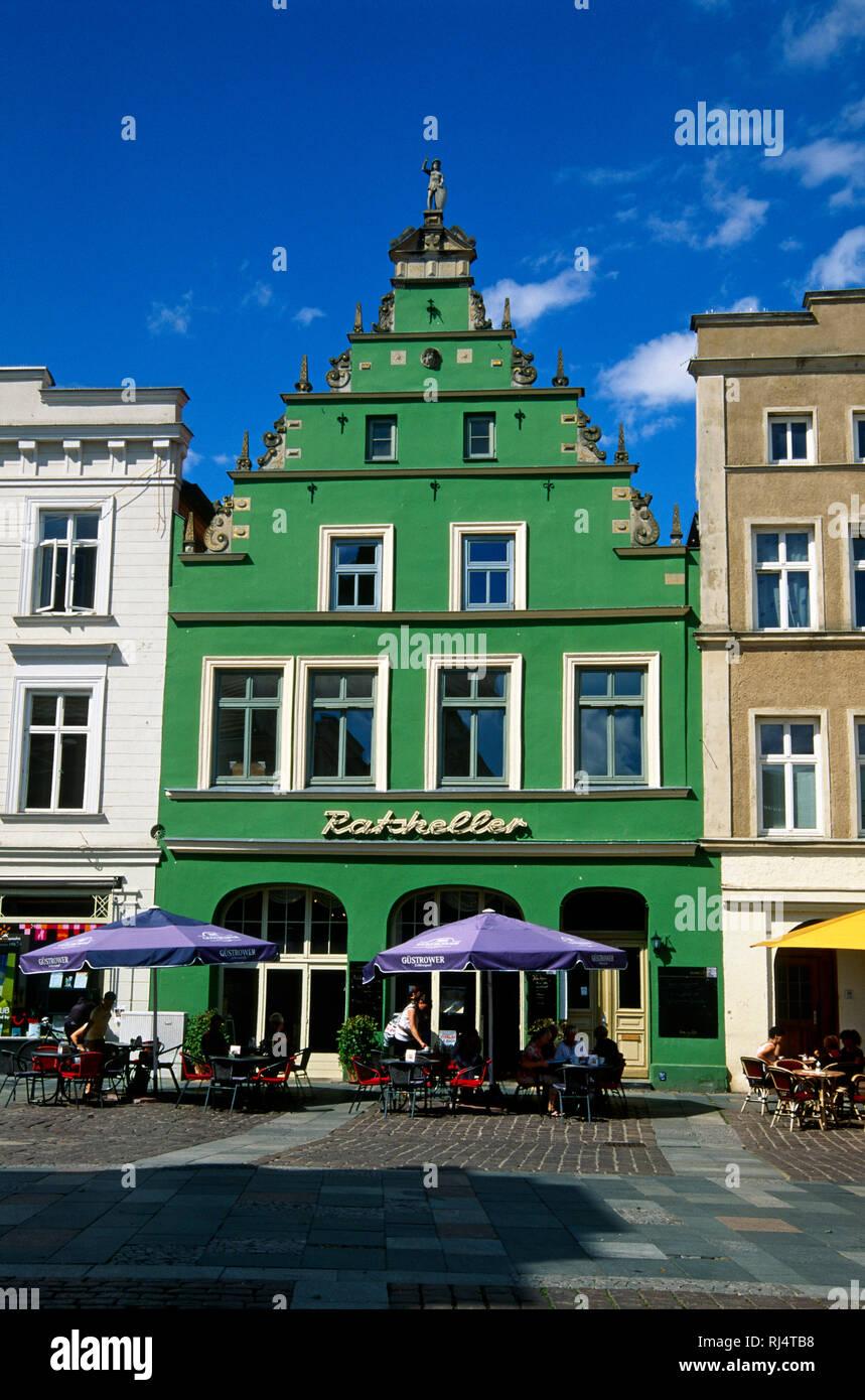 G?strow, Giebel-Haus, Markt - Stock Image