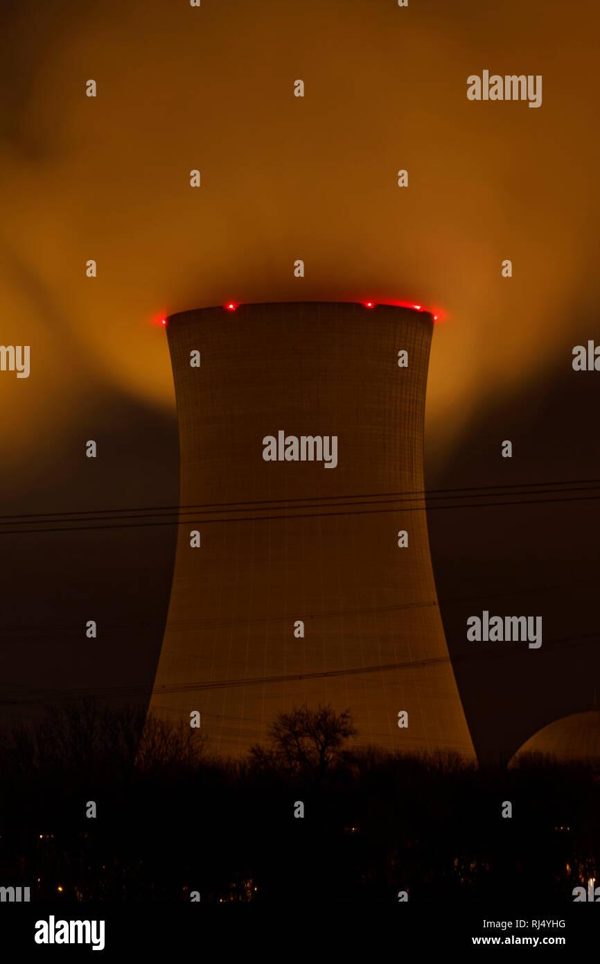 Kernkraftwerk Grafenrheinfeld bei Nacht, Landkreis Schweinfurt, Unterfranken, Bayern, Deutschland - Stock Image