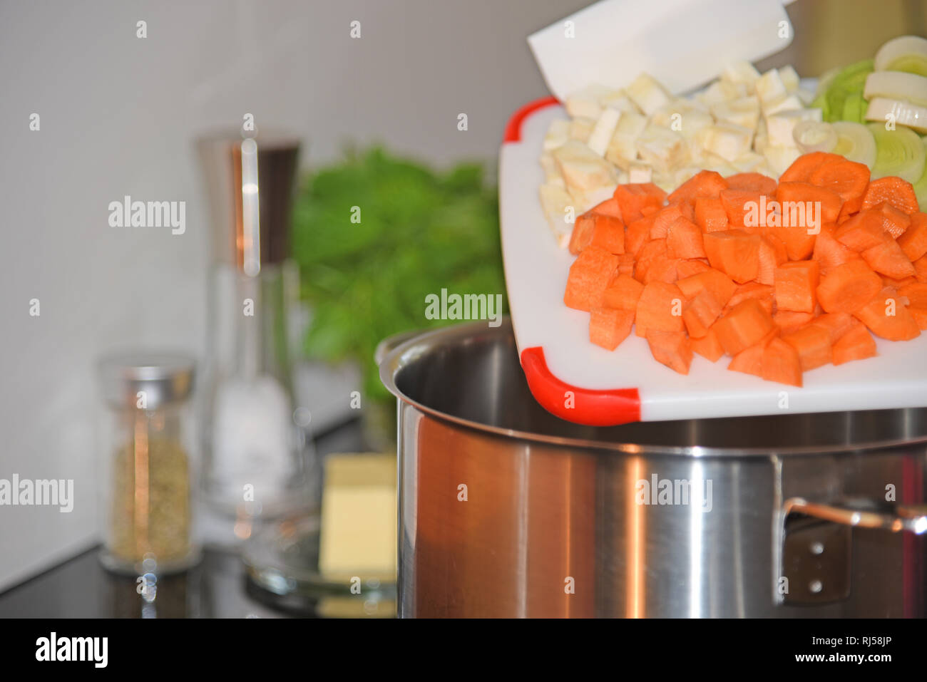 Kochplatte, Topf, Gem?se, Kartoffelsuppe Stock Photo