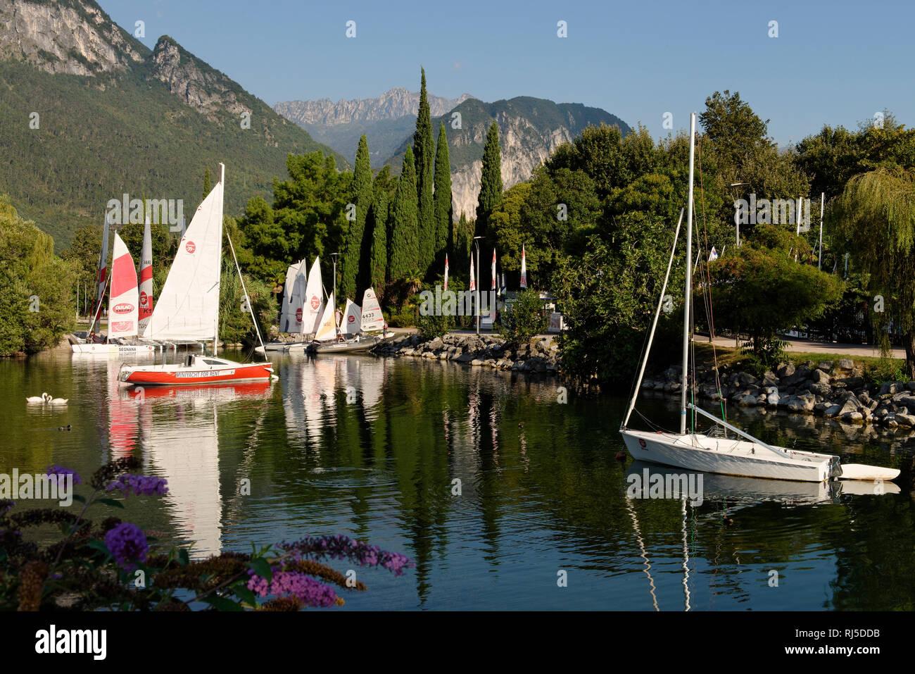 Bootshafen in Riva del Garda, Gardasee, Provinz Trento,Trentino-Südtirol, Trentino, Italien Stock Photo