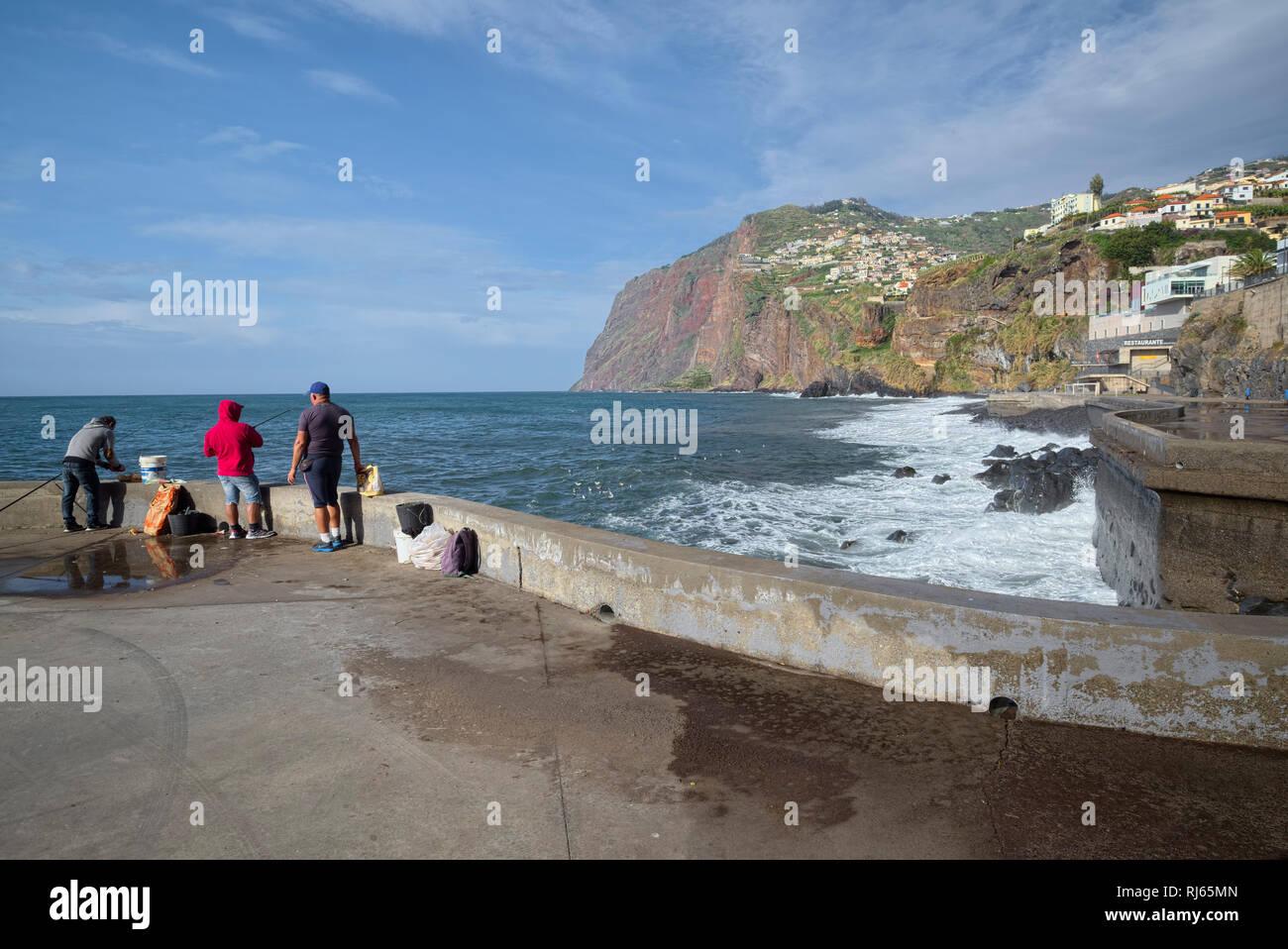 Portugal, Madeira, Camara de Lobos, Ufer, Fischer, Steilküste, Meer, Gischt - Stock Image
