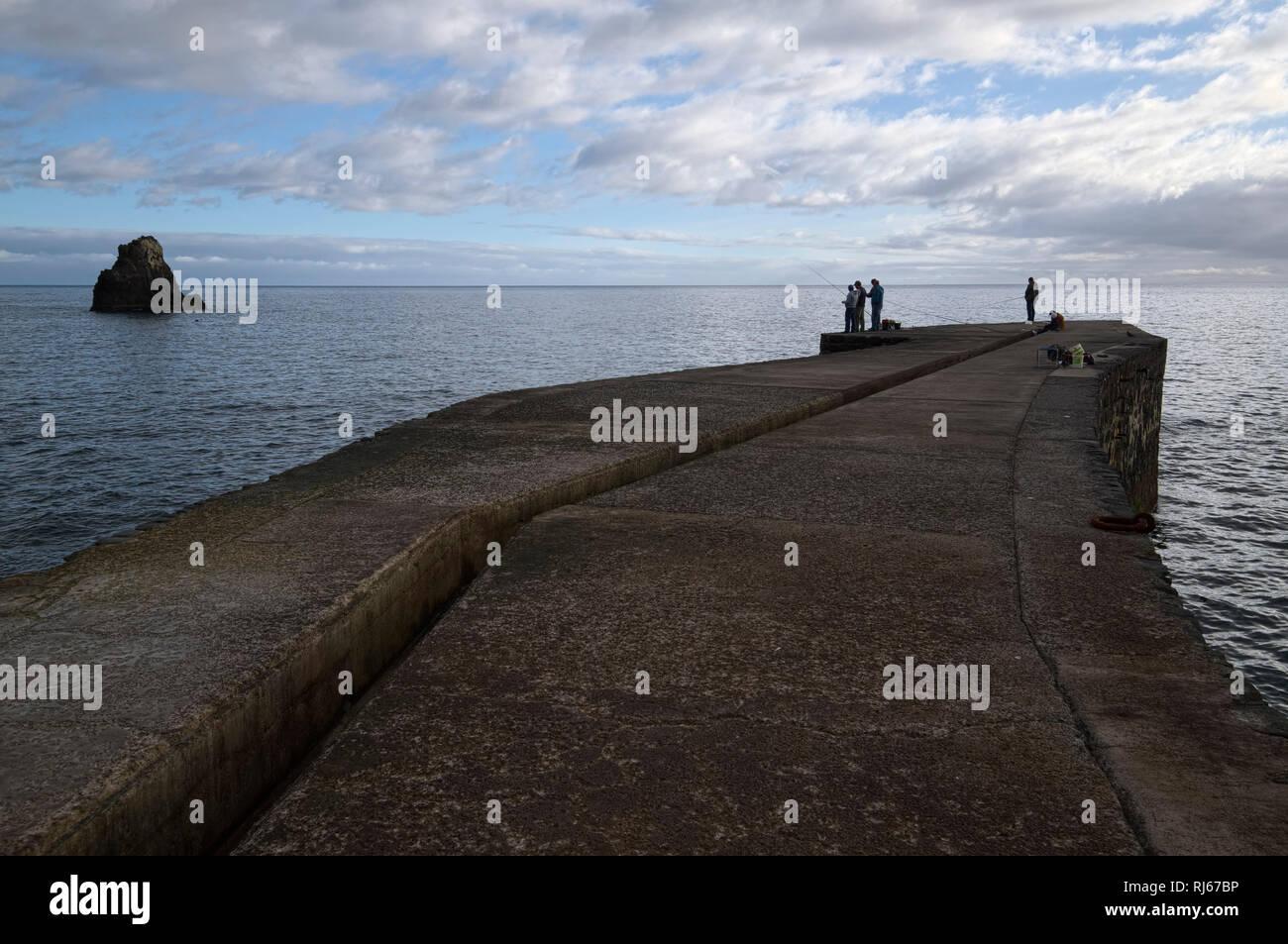 Portugal, Madeira, Funchal, Meer, Steg, Angler, Horizont - Stock Image