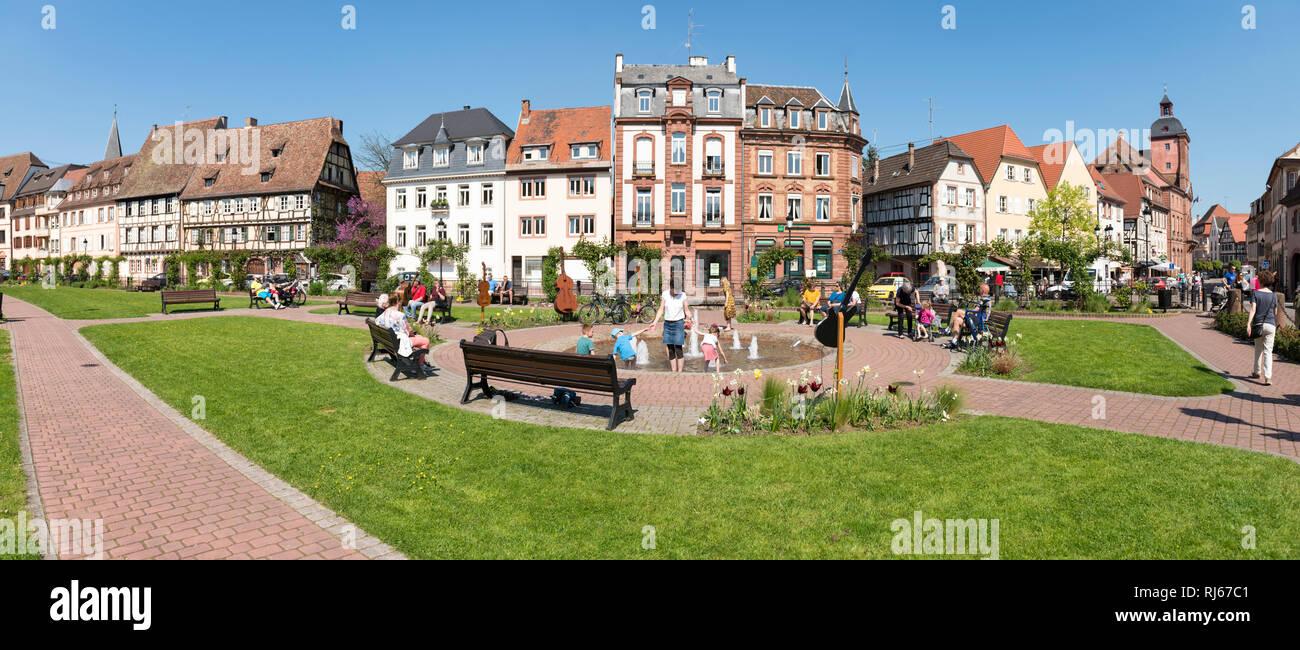Frankreich, Elsass, Wissembourg, Grünanlage an der Lauter - Stock Image
