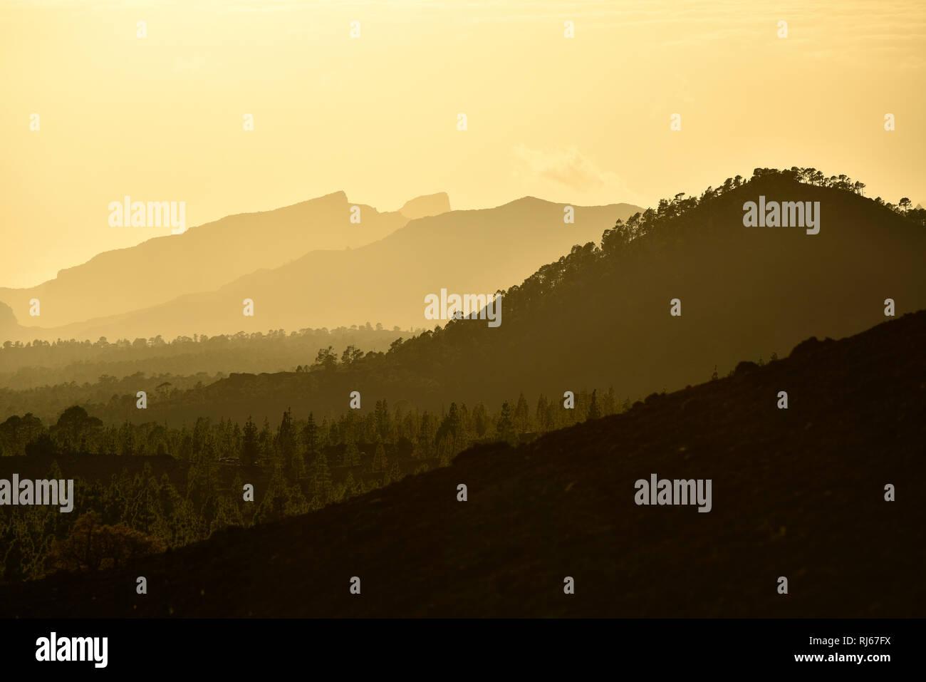 Blick vom Vulkan Samara auf Teno-Gebirge bei Sonnenuntergang Montaña Samara, Nationalpark Teide, Teneriffa, Kanarische Inseln, Spanien - Stock Image