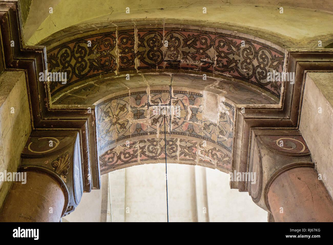 Europa, Deutschland, Nordrhein-Westfalen, Köln, Überreste der romanischen Wandbemalung in Groß St.Martin - Stock Image
