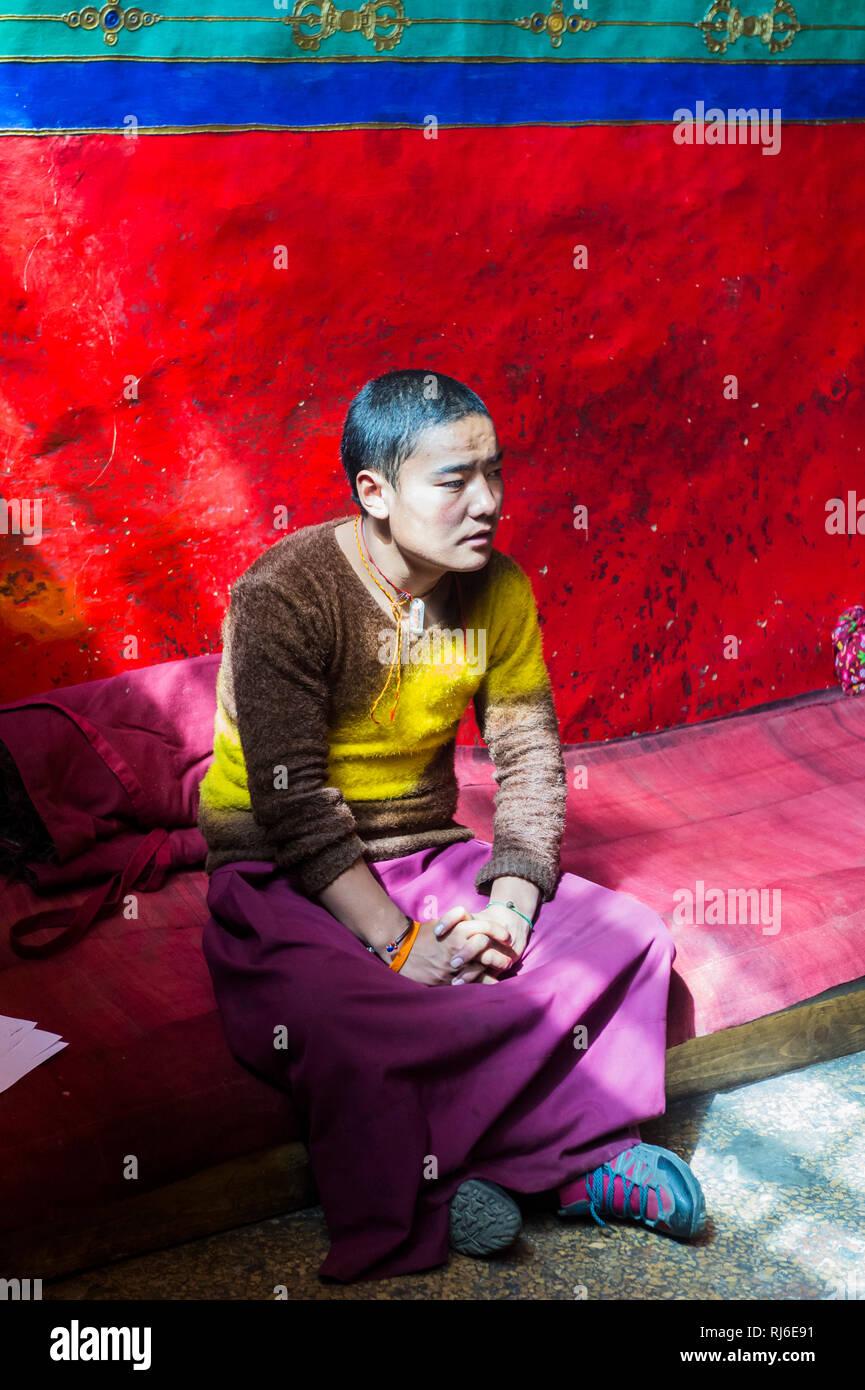 Tibet, Nonne im Kloster Rongbuk - Stock Image