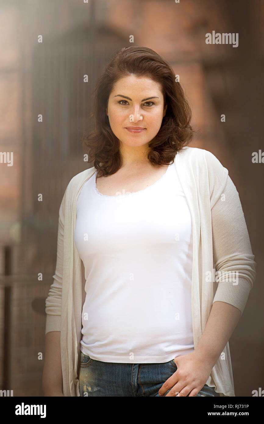 Frau, Blick Kamera, Halbporträt, - Stock Image